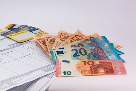 В каком случае поручитель выплачивает кредит за заемщика